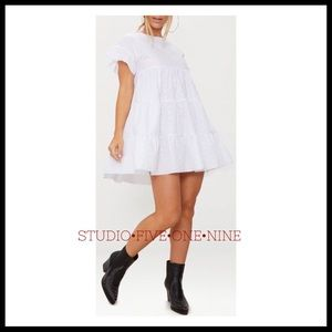 PrettyLittleThing • Broderie Anglaise Smock Dress